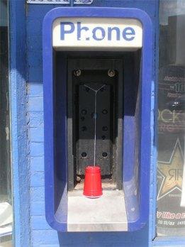 Mau bicara dengan Flinstone, silahkan pakai telepon ini